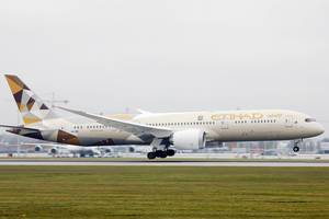 Etihad Airways Boeing B787-9 Dreamliner landing at Munich Airport