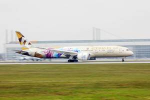 "Etihad Airways Boeing B787, ""ADNOC - Choose Singapore"" livery at Munich Airport"