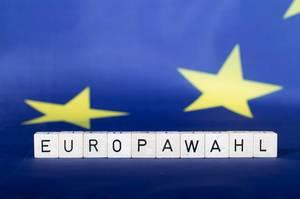 Europawahl-Text mit Flagge der Europäischen Union