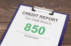 Excellent credit score report of 850 on wooden desk