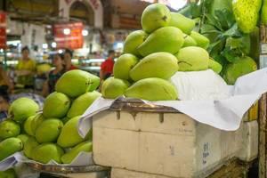 Exotische Früchte zum Verkauf an einem Stand am Ben Thanh Markt in Saigon