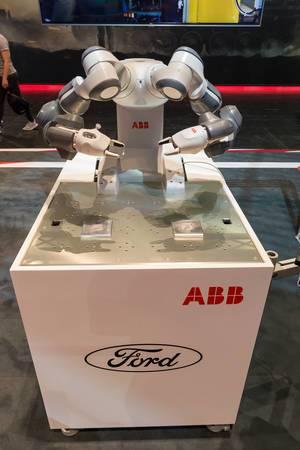 Fabrikroboter von ABB - Gamescom 2017, Köln