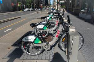 Fahrräder zum Ausleihen auf den Straßen