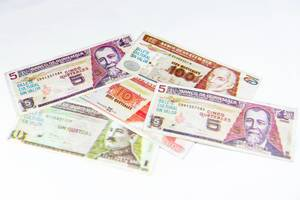 Fake quetzal bills