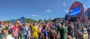 Fans schauen Fußball beim Fan Fest in Moskau