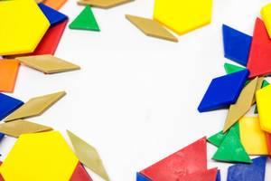 Färben Sie geometrische Formen, die einen Rahmen bilden