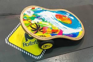 Farbige RollerBone Balance Board zum probieren für bessere Beweglichkeit und Gleichgewichtskoordination an Fibo Köln