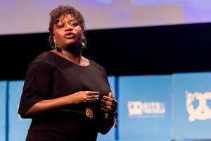 Fatoumata Ba, Founder und CEO von Janngo, auf der Bühne der Bits&Pretzels