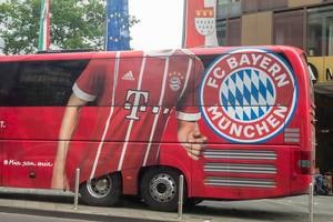 FC-Bayern München Teambus in Köln