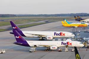 Fedex Express, DHL, MN Airlines and UPS Frachtflugzeuge am Flughafen Köln / Bonn (CGN)