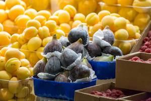 Feigen und andere Früchte am Danilovsky Market in Moskau