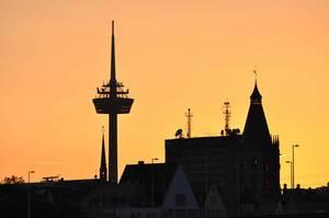 Fernmeldeturm Colonius in Köln bei Sonnenuntergang