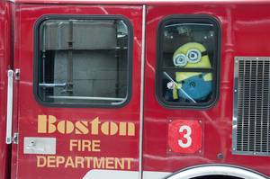 Feuerwache Boston mit Minion Puppe in Boston, USA