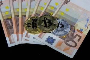 FIAT-Money (Euro) and Bitcoin
