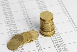 Finanzanalyse - Bilanzauszug mit Münzen