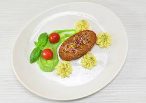 Fisch-Schnitzel / Fish cutlet with puree and green pea paste