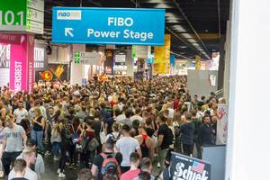 Fitness Fair FIBO-masses of people in the hallway