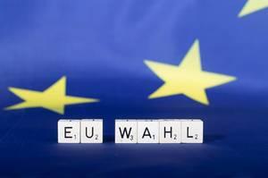 Flagge der Europäischen Union mit EU-Wahltext