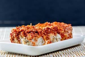 Fleischbällchen mit Hühnchenfleisch und Kohl in Tomatensauce