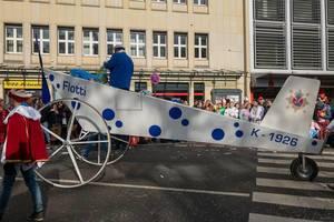 Flugzeug Flotti beim Rosenmontagszug - Kölner Karneval 2018