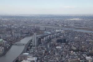 Fluss Sumida schlängelt sich durch den Betondschungel, Tokyo