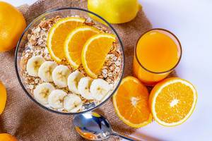 Food for health and beauty-Porridge with fruit and fresh natural juice
