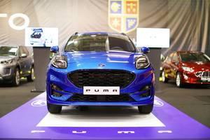 Ford Puma im Blau, Aufnahme von vorne auf Automesse