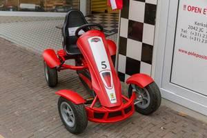 Formel 1 Spielzeug-Rennwagen aus Kunststoff nach Vorbild von Ferrari