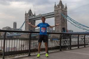 Foto nach dem Marathon vor der Londoner Tower Bridge