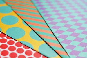 Frabiges Geschenkpapier ( engl. Colourful Printed Paper)