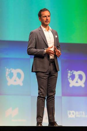 Frank Niederländer auf der Bühne von der Bits & Pretzels 2019 Gründerkonferenz in München