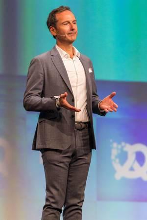 Frank Niederländer (BMW) auf der Bühne der Bits & Pretzels Gründerkonferenz in München
