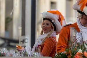 Frau und Mann von KKG Nippeser beim Rosenmontagszug - Kölner Karneval 2018
