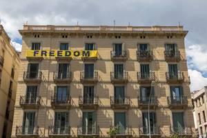 Freedon banner on Spanish house at Av. del Marquès de l