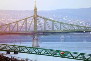 Freiheitsbrücke über der Donau in Budapest, Ungarn