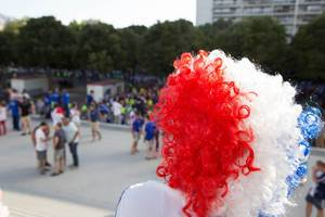 French Supporter / Französischer Fan mit Perrücke