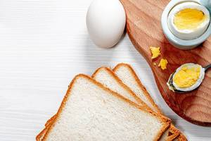 Fresh boiled chicken eggs and toast bread (Flip 2019)