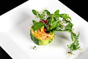 Fresh-roll with snow crab, greens and red caviar