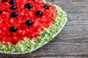 Fresh salad with tomatoes, cucumbers and black olives close-up (Flip 2019)