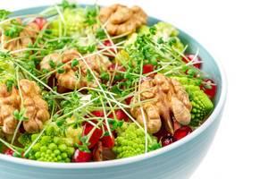 Fresh salad with walnuts, pomegranate and watercress, close-up (Flip 2020)
