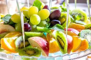 Fresh sliced fruit with mint leaves (Flip 2019)
