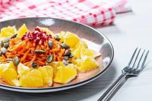 Fresh vegetarian salad with orange and pumpkin seeds (Flip 2019)
