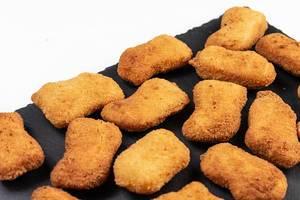 Fried Chicken Nuggets auf der Steinplatte