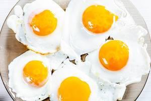 Fried eggs on a glass plate (Flip 2019)