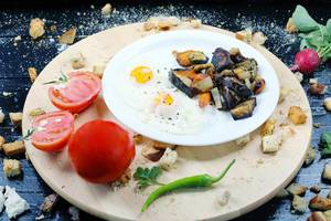 Fried eggs with grilled vegetables and tomatoes (Flip 2019)