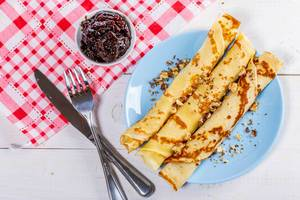 Fried pancakes with jam and nuts (Flip 2019)
