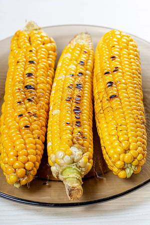 Fried young corn on plate (Flip 2019)