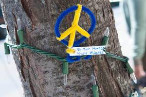 Friedenszeichen gewickelt um Lichterkette in Boston, USA