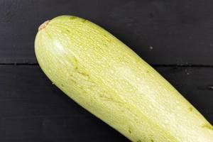Frische rohe Zucchini
