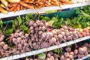 Frische Rote Beete Wurzeln auf einem Wochenmarkt